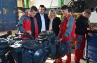 Třebíčští středoškoláci už tráví hodiny v dílně. Staví Tatru z projektu Postav si svůj náklaďák.