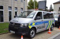 Kraj Vysočina daroval krajskému ředitelství policie dvě speciální vozidla